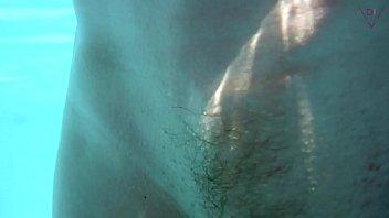 Am Pool gefickt und Unterwasser weiter gev&ouml_gelt